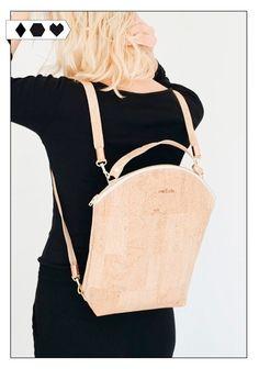 eve & adis Kork Rucksack: Den süßen Slow Fashion Kork Rucksack aus Kork von eve & adis gibt's in mehreren Farben. Mehr Fair Fashion gibt's auf sloris.de