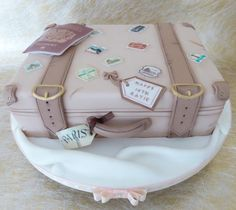 Vintage Suitcase - Cake by Deborah Luggage Cake, Suitcase Cake, Pretty Cakes, Cute Cakes, Beautiful Cakes, Fondant Cakes, Cupcake Cakes, Cake Design Inspiration, Vintage Sweets