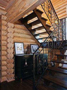 Дом из оцилиндрованного бревна в подмосковном коттеджном поселке   Дома из оцилиндрованного бревна   Журнал «Деревянные дома» Stairs In Living Room, House Stairs, Painted Stairs, Wooden Stairs, Stairs Colours, Wrought Iron Stair Railing, Entryway Stairs, Concrete Stairs, Staircase Makeover