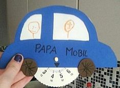 Parkeerschijf voor auto -- categorie: Vaderdag Diy For Kids, Cool Kids, Crafts For Kids, Diy Crafts, Cadeau Parents, Transportation Activities, Bmw Autos, Fathers Day Crafts, Mamas And Papas