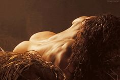 AND A REALLY, GLORIOUSLY NAKED JASON MOMOA. | 39 Hot Guys Who'll Make You Pregnant Without Even Touching You