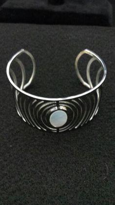 Bracelet with white shell  Raquel Martinez Chavez