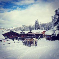 #HOTELS #SWD #GREEN2STAY Tirler - Dolomites Living Hotel, Seiser Alm / Alpe di Siusi Wer kennt dir Rodelbahn, die direkt bei uns vorbeiführt?  Was für eine Gaudi, oder? Chi conosce la pista di slittino che passa direttamente dal Tirler?  Che divertimento! Vero?  www.hotel-tirler.com See Translation