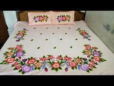 Hand Painted Sarees, Hand Painted Fabric, Coverlet Bedding, Red Bedding, Fabric Painting On Clothes, Painted Clothes, Handmade Bed Sheets, Bed Sheet Painting Design, Bed Cover Design
