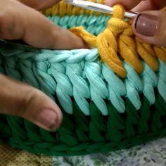 Bom dia! Pra quem ainda não viu aquele vídeo-dica do ponto lindo que eu chamo de ponto torcido, ei-lo!! Bjks #croche #crochet #videoaula…