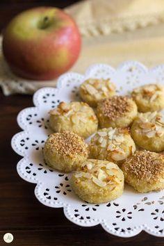 biscotti morbidi alle mele Vegan Treats, Vegan Desserts, Raw Food Recipes, Sweet Recipes, Biscotti Cookies, Biscotti Recipe, B Food, Happy Vegan, Biscuits
