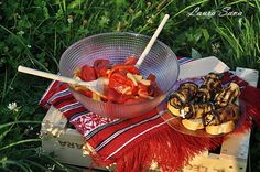 """Salata de legume """"Gusturi Romanesti de la gospodari"""" cu rulouri de vinete Food, Mai, Recipes, Salads, Eten, Meals, Diet"""