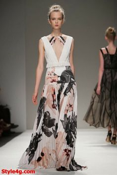 The Bibhu Mohapatra Spring 2014 RTW Collection is magical, beautifully professional, and one-of-a-kind with gorgeous floral prints and a breezy style. Party Fashion, Runway Fashion, Fashion Show, Fashion Design, Nice Dresses, Girls Dresses, Long Dresses, 2014 Fashion Trends, 2014 Trends