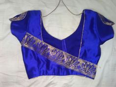 60 Easy and Simple Blouse Design to try - Wedandbeyond Patch Work Blouse Designs, Kids Blouse Designs, Simple Blouse Designs, Stylish Blouse Design, Kurta Designs, Kerala Saree Blouse Designs, Saree Blouse Neck Designs, Blouse Patterns, Chudidhar Neck Designs