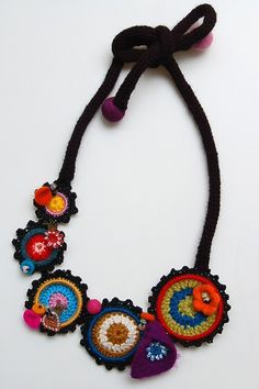 Multicolored necklace with crocheted rings by StudioKarma on Etsy Textile Jewelry, Boho Jewelry, Handmade Jewelry, Jewelry Design, Diy Schmuck, Schmuck Design, Crochet Accessories, Jewelry Accessories, Jewelry Ideas
