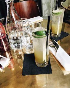Towarzysko udanej soboty życzymy!  Pamiętajcie że jeśli nie ma nas tutaj to i tak znajdziecie nas na Snapchacie: MYTUJEMY  Na zdjęciu lemoniada z trawy cytrynowej i limonką z @zorzabistro (1450 PLN)  Orzeźwiająca pychota!  #mytujemy #mytujemywarszawa #zorza #zorzabistro #lemonade #refreshing #amazing #drink #drinks #yummy #food #foodie #foodporn #foodies #warszawa #varsovie #vsco #vscocam #vscophile #vscopoland #vzco #weekend #tgif #saturday #poland #polska by mytujemy