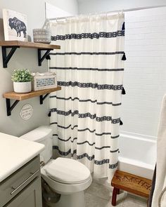 Home Decor Bathroom Modern farmhouse bathroom decor.Home Decor Bathroom Modern farmhouse bathroom decor Bad Inspiration, Bathroom Inspiration, Bathroom Inspo, Bathroom Styling, Cortina Box, Guest Bathrooms, Decorating Small Bathrooms, Small Bathroom Ideas On A Budget, Modern Bathrooms