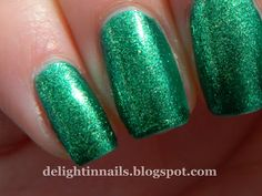 Delight in Nails: Laid-Back NEW31DC Day 19 - Your Favourite Polish - Zoya Ivanka