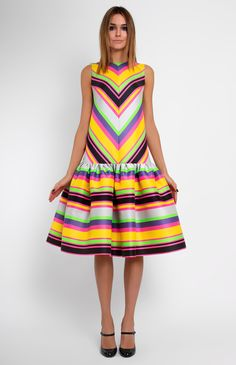 Low-waist sleeveless thick genuine silk dress. Round neck. Hidden back zip closure. Without pockets.