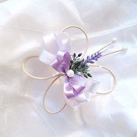 auto levandule / Zboží prodejce verixlenka svatební | Fler.cz Corsage, Silk Flowers, Badges, Ribbons, Knots, Diy And Crafts, Projects To Try, Wedding Inspiration, Wreaths