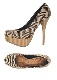 i love the pattern on theses platform pumps.