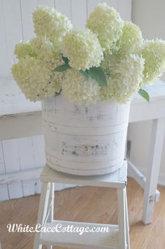 White Lace Cottage: paint an old wooden bucket