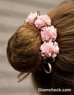 The Ballerina Bun with Flowers – Hair Accessories Diy 2020 Flower Crown Hairstyle, Flower Girl Hairstyles, Flower Headpiece, Ballet Hairstyles, Bride Hairstyles, Ballerina Hair, Bun Wrap, Diy Hair Accessories, Floral Hair