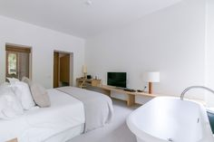 Each of our rooms is adapted to meet any need. All of them are equipped with locally-produced furniture and bed linen, so that you feel as if you were at home in Barcelona.