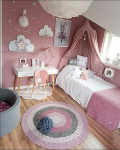 Break free from the usual 'blues for boys' and 'pink for girls' and transform your kid's room in stunning ways. Scroll through the amazing gender neutral room ideas for kids now. Cool Kids Bedrooms, Kids Bedroom Designs, Room Design Bedroom, Kids Room Design, Small Room Bedroom, Baby Bedroom, Bedroom Decor, Small Rooms, Bedroom Ideas