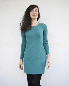 Ορίστε το νέο μου καθημερινό φόρεμα. Κυριολεκτικά καθημερινό γιατί θέλω να το φοράω κάθε μέρα! Είμαι ερωτευμένη, τί να πω. Μπείτε στο blog για τις λαχταριστές λεπτομέρειες!❤️This is my #heatherdress by @sewoveritlondon ! I'm so much in love with this pattern. I want to make one in every colour! #acornkiss #soishowoff #sewingblogger #sewing #sewcialists #handmadewardrobe #memade #imakemyownclothes #raptiki #ραπτική #ράβω #ράψεκιεσύ #φορεμα #costura #vestido High Neck Dress, Dresses, Fashion, Turtleneck Dress, Vestidos, Moda, Fashion Styles, Dress, Fashion Illustrations