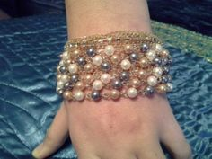 http://stores.ebay.com/VINTAGE-JEWELS-4-YOU Adorable romantic, trendy bracelet with tri-color pearls, on a goldtone bracelet.  Bracelet measures 7 inches and is beautiful and glimmery on the wrist. Great gift idea for the holidays!