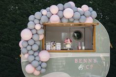 Just a cute mobile bar by @bennyand_co to elevate your outdoor wedding reception! Host your guests with selection of beverages and…