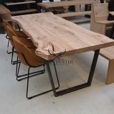 iepenhouten tafel met vaas onderstel