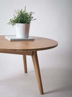 The Elo perfects effortless ease and comfortable style. With a generous round top and shapely legs, the Elo will be your new favorite place to gather around, whether on a lazy Sunday morning with a cup of coffee or with friends for (board) game night.