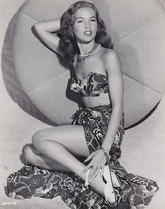 1942 Dona Drake Pinup B w Glamour Classic Photo Celebrities Musicians Glamour Vintage, Pin Up Vintage, Glamour Hollywoodien, Vintage Beauty, Vintage Tiki, Fashion Vintage, Vintage Photos, Hollywood Vintage, Old Hollywood Glamour