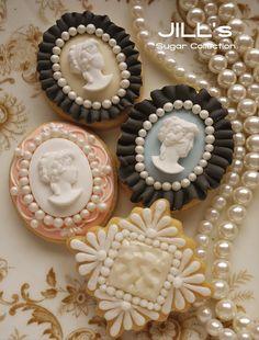 Galletas - Cookies - Cameo cookies by JILL Cameo Cookies, Fancy Cookies, Iced Cookies, Royal Icing Cookies, Cookies Et Biscuits, Cupcake Cookies, Sugar Cookies, Vintage Cookies, Vintage Cupcake