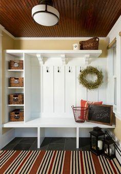 使いやすくておしゃれな玄関は「見せる収納」がポイント!!|SUVACO ... 細々とした雑貨類は、カゴに入れてすっきりと見せるのも素敵です。カゴは同じ種類のものを揃えることでインテリアにも統一感が出ます。タグやラベルもおしゃれなものを ...
