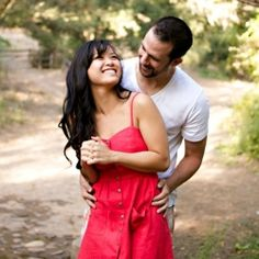 """Great article! """"How to make the most of your engagement session."""" (photo via Damaris Mia)"""