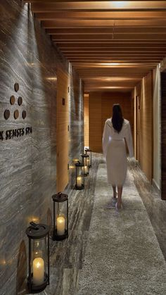 Book your stay at the Renaissance Downtown Hotel, Dubai, and enjoy spacious rooms, excellent dining, a luxury on-site spa and flexible event venues. Massage Room Design, Massage Room Decor, Spa Room Decor, Spa Hammam, Deco Spa, Spa Interior Design, Spa Lounge, Spa Treatment Room, Sauna Design