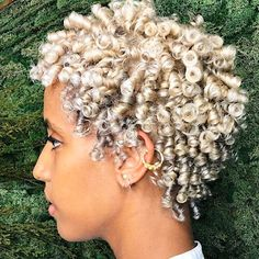 Short natural haircuts for black women are very impressive and versatile! Here are the newest short natural haircuts for black women to give you inspiration! Short Dark Hair, Short Curly Hair, Curly Hair Styles, Natural Hair Styles, Curly Bob, Short Natural Haircuts, Curly Haircuts, Along The Way, Hair Looks