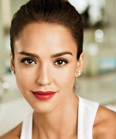 Jessica Alba and the 4 Steps to Perfect Red Lips Photo by: Justin Coit Makeup Tips, Beauty Makeup, Hair Makeup, Hair Beauty, Makeup Trends, Makeup Ideas, Jessica Alba Pictures, Fall Lipstick, Lush Lipstick