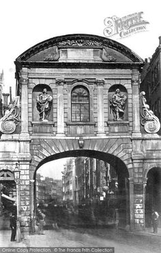 London, Temple Bar Part of The Francis Frith Collection of nostalgic and historic photos of Britain, free to browse online today. Your nostalgic journey begins here! London History, Local History, Vintage London, Old London, Alexander Pope, Temple Bar, London Photos, Capital City, Vintage Pictures