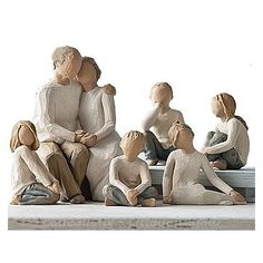 Like a family photo, Susan Lordi offers this set of six Willow T … - Modern Willow Tree Familie, Willow Tree Statues, Willow Tree Engel, Willow Tree Figuren, Christmas Tree Logo, World Book Day Costumes, 3d Figures, Halloween Miniatures, Grands Parents