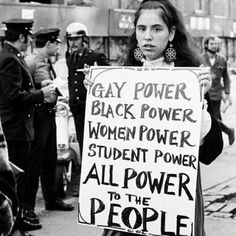 Protester at NY s Weinstein Hall demonstration for the rights of gay people on campus photographed by Diana Davies, 1970 Photo Instagram, Instagram Posts, Plakat Design, Protest Signs, Protest Art, Power To The People, Intersectional Feminism, Black Power, Social Issues