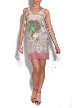 Vestido SIEMPREVIVA de Miriam Ocáriz y zaparos de Serena Whitehaven