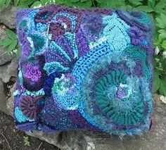 A pillow by Margaret Hubert of New York state. I like the colour balance in this one. Freeform Crochet, Irish Crochet, Crochet Yarn, Crochet Flowers, Free Crochet, Crotchet Patterns, Spinning Yarn, Crochet Home Decor, Unique Crochet