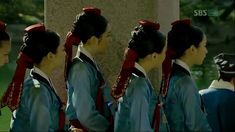 "A Guide to Joseon Hairstyles and Headgears | the talking cupboard - ""Negadak/dugadak/ patip daenggi (네가닥/두가닥/팥잎댕기): Reserved for the court ladies with the saeng meori style."""