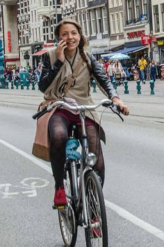 Bicycle Women, Bicycle Race, Bicycle Girl, Bike Rides, Urban Bike, Cycling Girls, Cycle Chic, Bike Style, Alternative Fashion