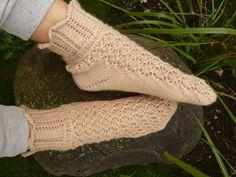 Kaire Palm, 100% wool, romantic socks for romantic people
