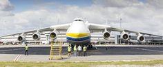"""""""Mrija - Traum"""" - so hat die Ukraine die An-225 getauft. Das Flugzeug wurde in den Achtzigerjahren von den Sowjets entwickelt, die Massenproduktion blieb aber ein Wunschtraum. Gebaut wurden nur zwei Maschinen.  Lizenz aus der Ukraine: China übernimmt weltgrößten Transportflieger."""