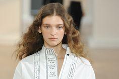 Para ponerme hoy: Looks. peinados fashion han desfilado en París