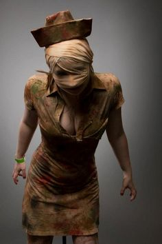 Nurse from Silent Hill costume. Great idea for my brothers Halloween party! Halloween Cosplay, Halloween Makeup, Halloween Costumes, Zombie Costumes, Halloween Party, Halloween Horror, Halloween Stuff, Zombie Cosplay, Haunted Halloween