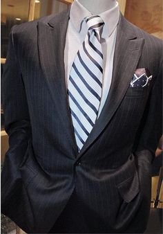 Terno chumbo + gravata azul