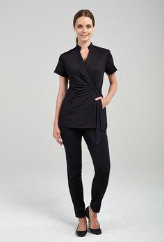 Andiamo wrap tunic glow acupuncture and esthetics одежда, же Salon Uniform, Spa Uniform, Uniform Ideas, Beauty Uniforms, Classic Looks, Scrubs, Black Tops, Jeans, Blouse
