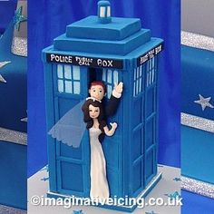 Google Image Result for http://www.imaginativeicing.co.uk/wordpress/wp-content/uploads/2011/08/tardis_wedding_cake610-290x290.jpg